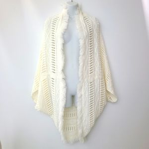 EUC AEO White Cocoon Loose Knit Fringe Sweater O/S